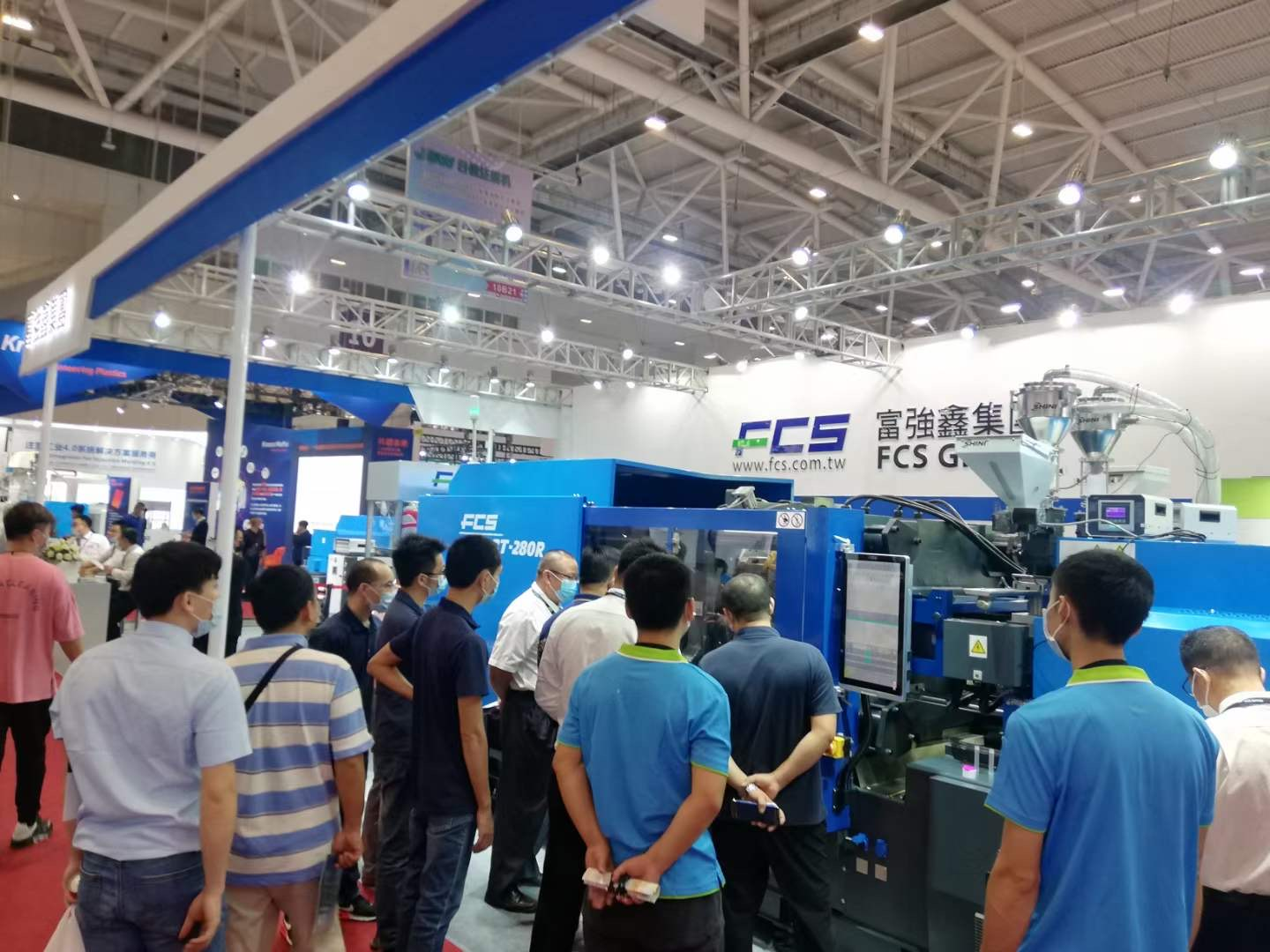 FCS_All-electric injection molding machine attracted lots of visitors